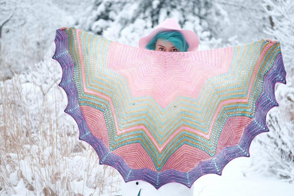 Julie Dubreux with Chevronné shawl, outside in snowy scene
